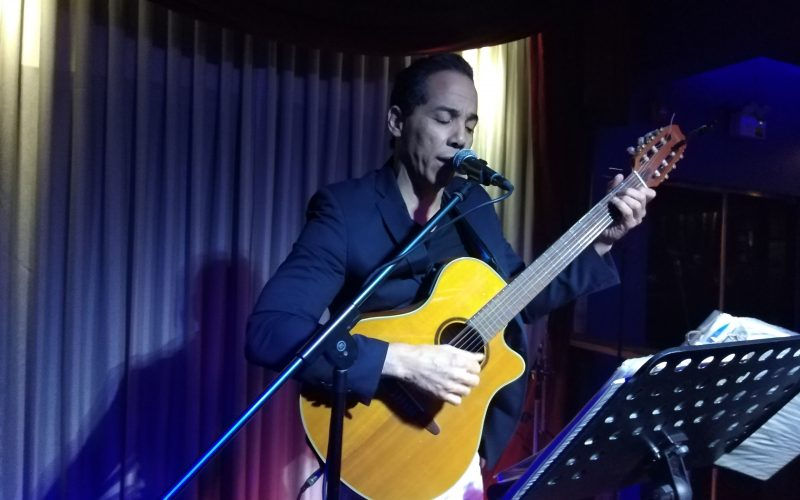 Chuchi Mulens, cantor cubano con años establecido en RD, donde sigue encantado a pesar del disparo…