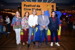 La donación de 25 mil dólares de un cineasta a una institución que lucha contra el cáncer infantil
