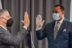 Locutor Miguel Ortega, juramentado por Manuel Jiménez como vocero del ayuntamiento Santo Domingo Este