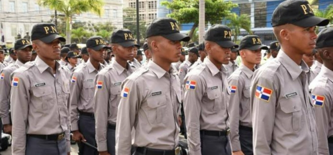 Los policías han de estar celebrando su aumento de sueldo