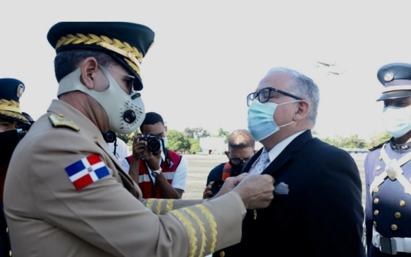 Fuerza Aérea homenajea a oficiales generales en honrosa posición de retiro