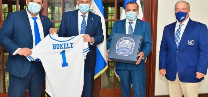 ¿Vendrá el presidente salvadoreño Nayib Bukele a RD a lanzar la primera bola en un juego del Licey frente a las Águilas…?