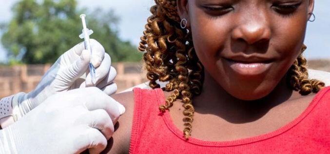 El Banco Mundial en África impulsando una acción rápida para vacunar hasta a 400 millones de personas