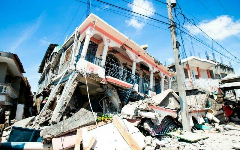 Presidente y ex presidente de RD expresan solidaridad por tragedia del terremoto en Haití este sábado